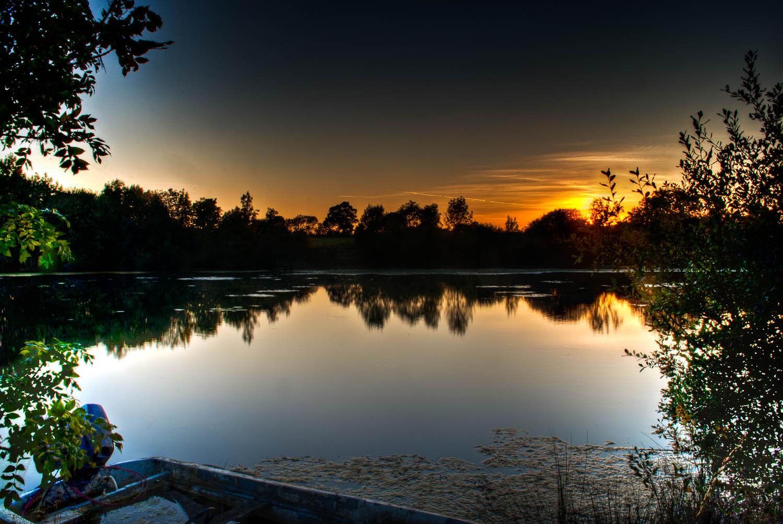 Leez Lodge Lakes Sunset